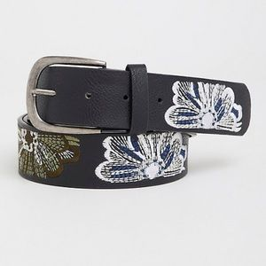 Accessories - 🎉HP🎉NWT Plus size embroidered faux leather belt